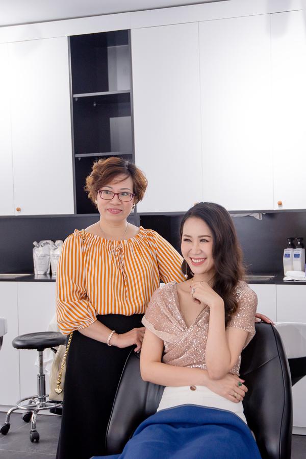 Biết đến chuỗi Zusso Hair Salon Nhật Bản từ lâu nhưng đây là lần đầu tiên cô có cơ hội trải nghiệm trực tiếp tại Việt Nam.
