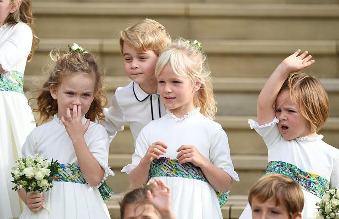 Hoàng tử George càng lớn càng ra dáng anh cả, bảnh bao và có nhiều nét giống bố William.