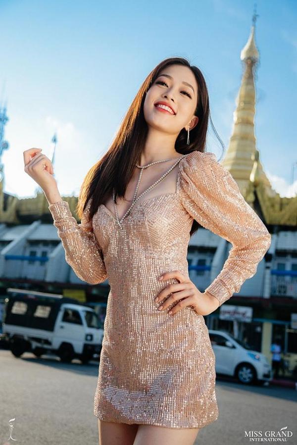 Ban tổ chứcMiss Grand International vừa công bố kết quả danh sách 9 thí sinh có ảnh chân dung được bình chọn nhiều nhất trên fanpage cuộc thi. Đại diện Việt Nam - Á hậu Bùi Phương Nga dẫn đầu khu vực châu Á - Thái Bình Dương.