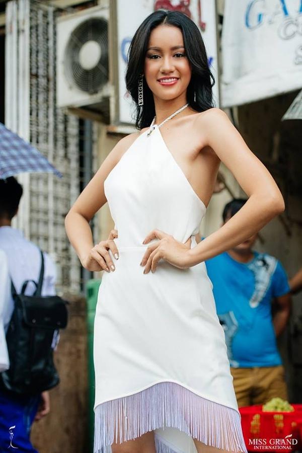 Hoa hậu Campuchia -Lika Dy cũng lọt top 9 phần bình chọn ảnh chân dung được yêu thích. Cô 21 tuổi, cao 172m.