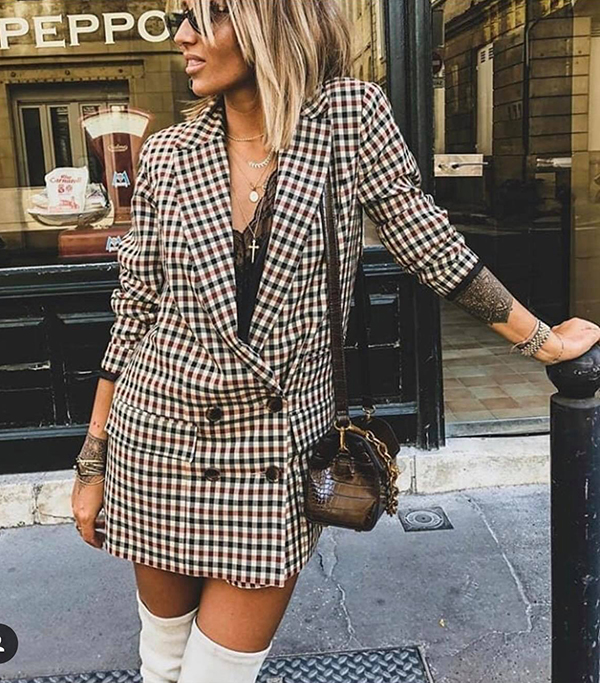 Cùng với các kiểu suit, áo vest hợp phong cách thu đông, ở mùa mốt năm nay blazer dress là trang phục được phái đẹp thế giới ưa chuộng.