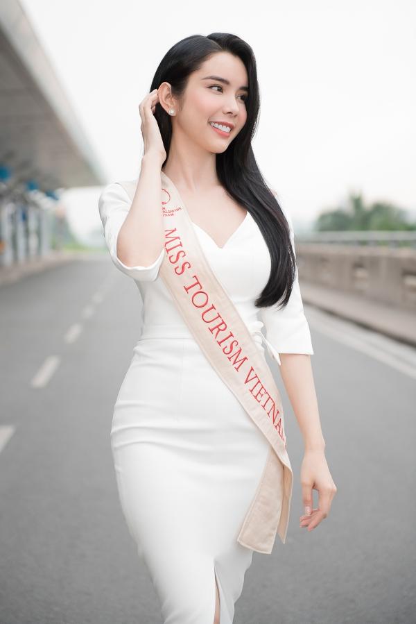Liên Bỉnh Phát tiễn người đẹp Huỳnh Vy đi thi quốc tế