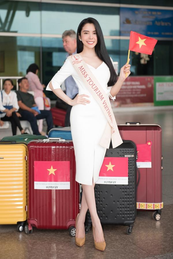 Liên Bỉnh Phát tiễn người đẹp Huỳnh Vy đi thi quốc tế - 4