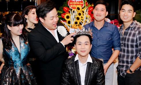 Quang Lê tặng vương miện kim cương mừng sinh nhật Quách Tuấn Du
