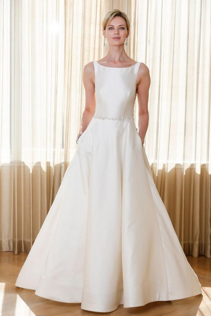 15 kiểu cổ váy cưới phổ biến cho từng dáng người