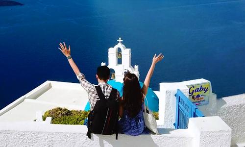 Chuyến đi ngắm hoàng hôn Santorini đáng 'ghen tỵ' của chàng trai Hà Nội và vợ