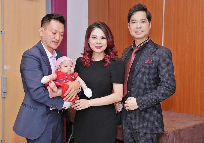 Gia đình Thanh Thảo hội ngộ ca sĩ Ngọc Sơn trong hậu trường.