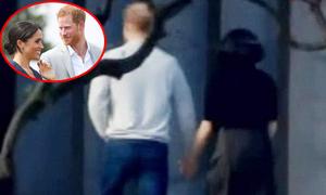 Harry nắm tay vợ bầu đi dạo ở Sydney