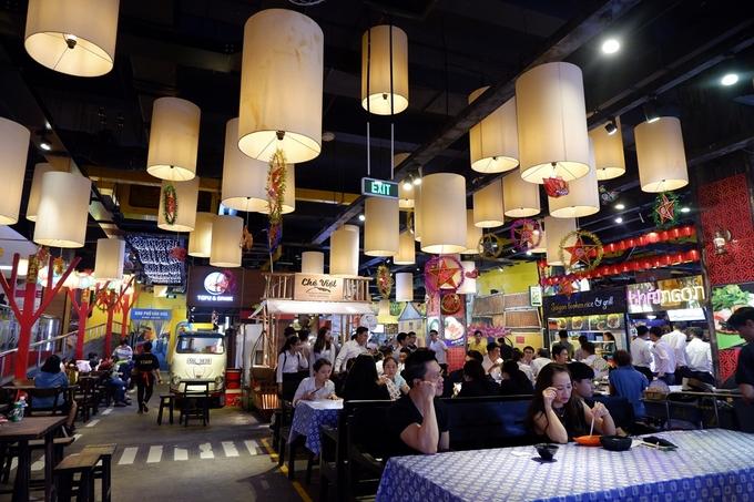 Vừa ăn đủ món vừa \'sống ảo\' trong khu ăn uống dưới lòng đất ở Sài Gòn