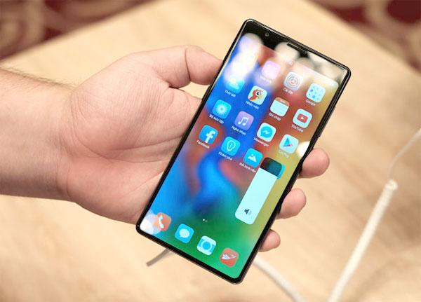 Loạt smartphone tầm trung lên kệ tháng 10 - 2