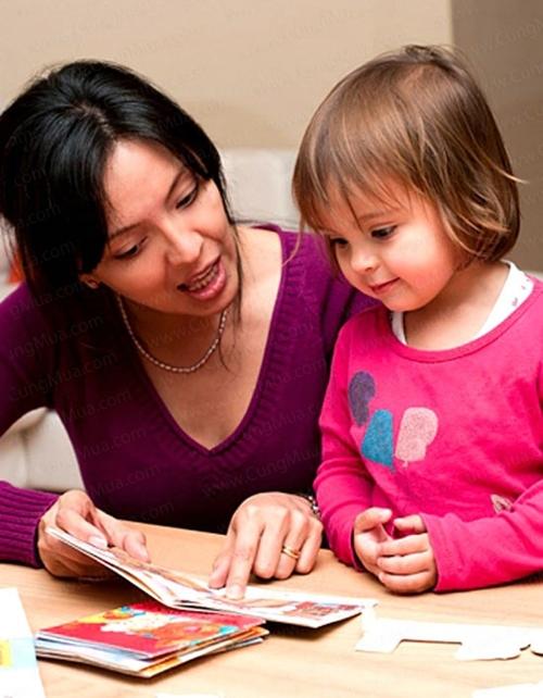 Trước ba tuổi, việc học tiếng Anh của bé chủ yếu được lồng ghép qua các hoạt động vui chơi, giải trí.
