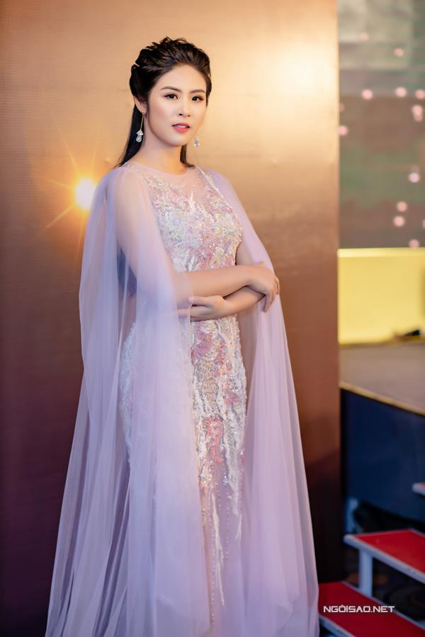 Hoa hậu Ngọc Hân đảm nhận vai trò dẫn chương trình vào chiều qua.