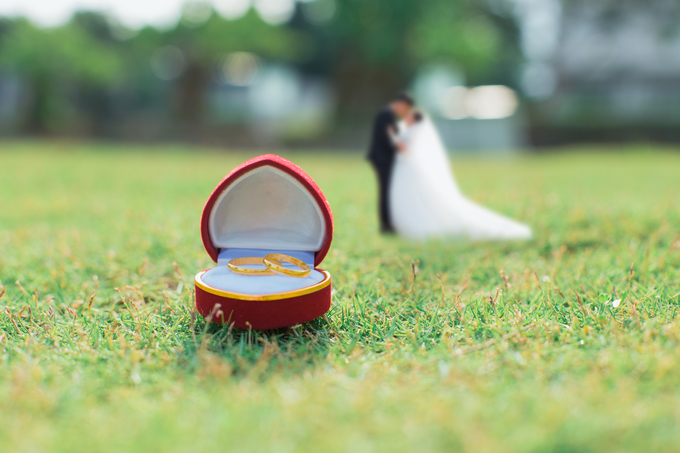 Cô dâu chú rể 9x hóa thành người tí hon trong ảnh cưới