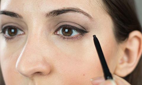 6 cây bút kẻ mắt giá rẻ có khả năng giữ màu cả ngày không lem