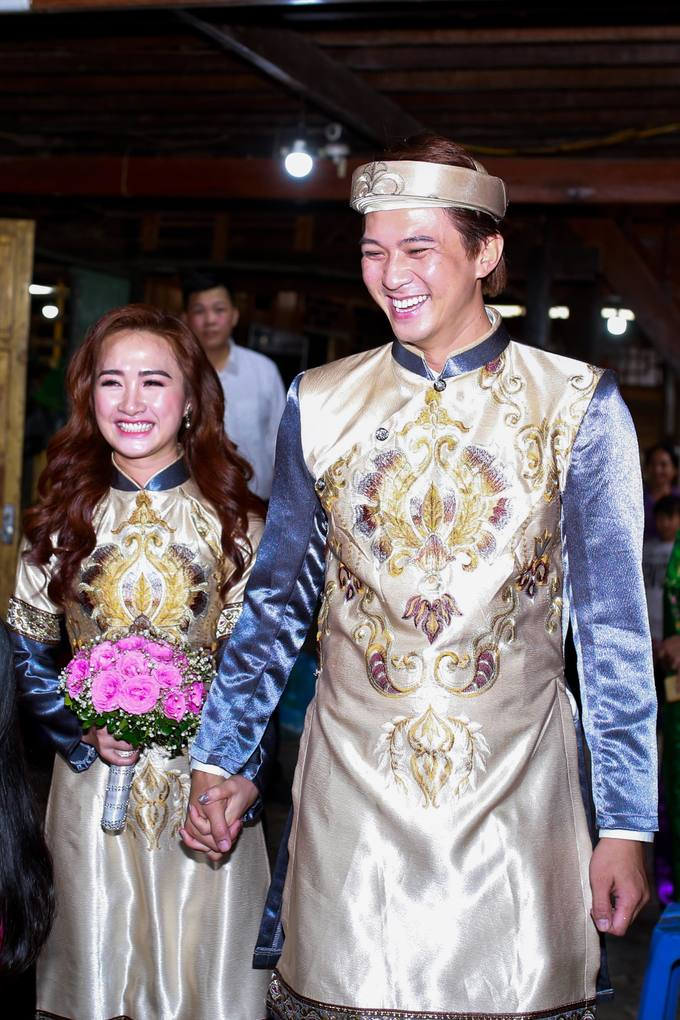 Hà Việt Dũng và vợ gộp lễ ăn hỏi và lễ cưới để tiết kiệm thời gian