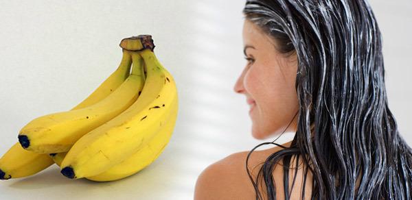 Ủ tóc với chuối Chuối giàu protein, vitamin và các axit amin thiết yếu. Bạn chỉ cần dùng một quả chuối chín nghiền nhuyễn trộn với mật ong, dầu thầu dầu hoặc sữa chua tùy chọn. Dùng hỗn hợp này ủ tóc trong 30 phút rồi gội sạch lại.