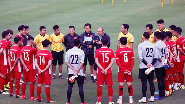 HLV Park Hang-seo hài lòng dù tuyển Việt Nam để thua Incheon United. Ảnh: VFF.