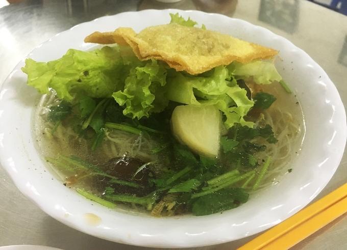Đủ món bún chay bình dân ngay trung tâm Sài Gòn