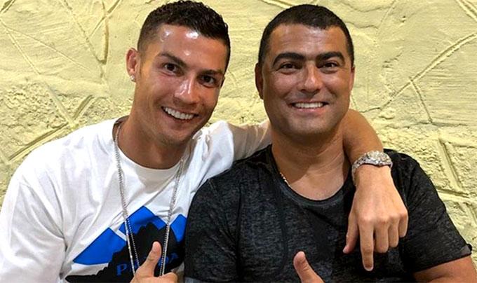 C. Ronaldo và anh trai Hugo Aveiro. Ảnh: NN.