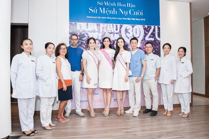 Top 3 Hoa hậu Việt Nam 2018đượcđội ngũ y bác sĩ tại Nha khoa Westcoast chào đón.