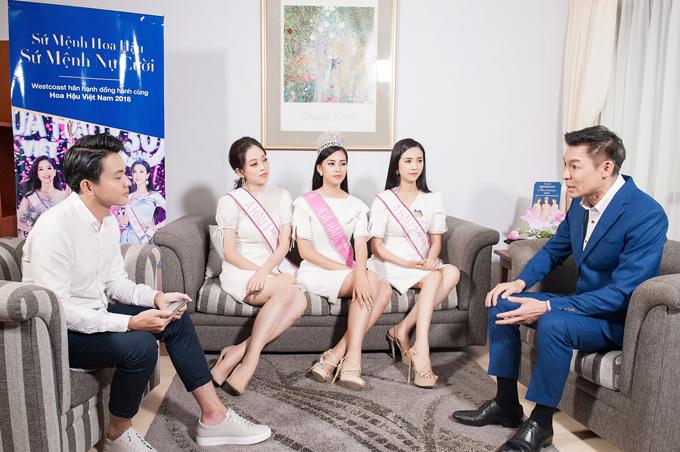 Tân Hoa hậu và 2 Á hậu có cuộc trò chuyệncùng Dr. Andrew về các hoạt động sau khi đăng quang và kế hoạch tham gia những dự án vì cộng đồng.