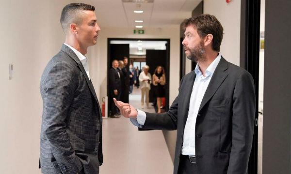 Chủ tịch Juventus Andrea Agnelli trò chuyện cùng C. Ronaldo. Ảnh: JF.