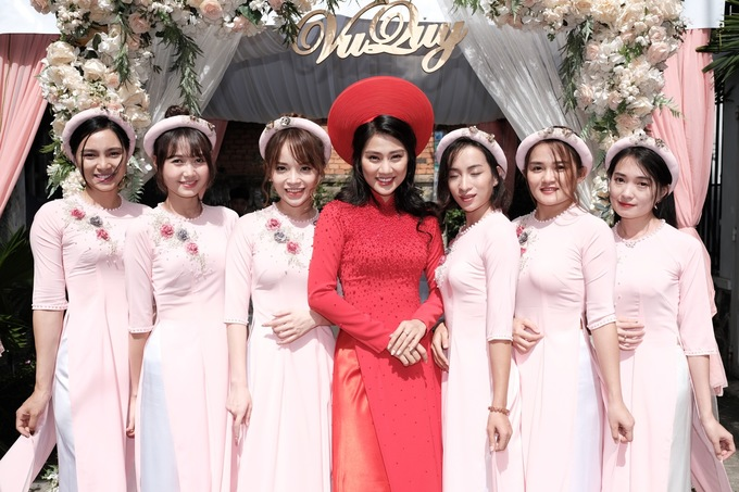 Lễ ăn hỏi của diễn viên Xuân Phúc và vợ mang sắc hồng pastel