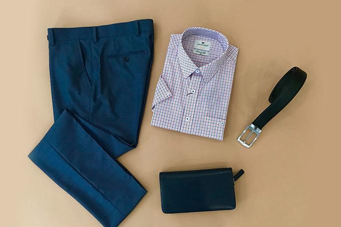 [Sơ mi nam và quần tây âu là set đồ cơ bản nhất mà bất kỳ chàng trai nào cũng nên có. Sản phẩm thuộc thương hiệu thời trang Aristino, giảm độc quyền 20% trên Store Ngôi Sao.