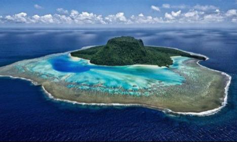 Cặp đôi đã dành một tối nghỉ tại khu nghỉ cao cấp trên đảo Kaibu, phía ngoài khơi Fiji. Resort này thuê toàn bộ hòn đảo nhỏ, chỉ có 3 villa riêng tư và hoàn toàn biệt lập. Tất cả đều được làm từ các vật liệu tự nhiên và thiết kế thân thiện với môi trường xung quanh.