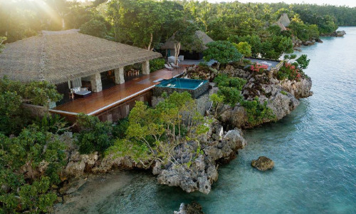 Quần đảo tư nhân Vatuvara mang đến sự sang trọng tận tình cho những du khách sành điệu và được tạp chí Forbes bình chọn là một trong những nơi đẹp nhất thế giới. Thông tin Vatuvara được Bộ trưởng Du lịch Fiji - ông Faiyaz Koya - xác nhận với truyền thông hôm 25/10.