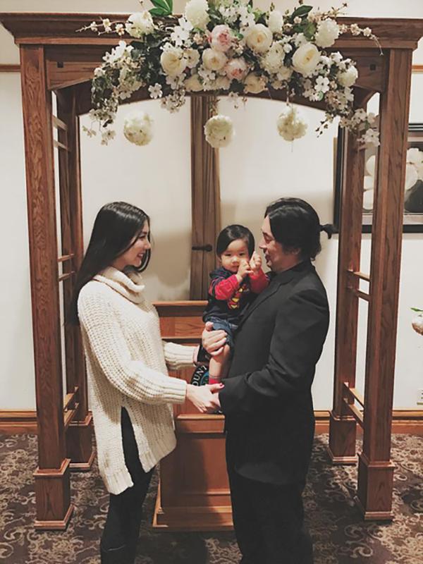Cuối năm 2016, Ngọc Quyên lại vướng tin đồn hôn nhân trục trặc vì không còn thường xuyên cập nhật hình ảnh của ông xã trên mạng xã hội. Để đập tan tin đồn, cô đăng ảnh cả gia đình hạnh phúc bên nhau. Nhân dịp kỷ niệm 3 năm ngày cưới, vợ chồng Ngọc Quyên còn cùng con trai trở lại nơi hai người từng thề nguyền, đăng ký kết hôn.