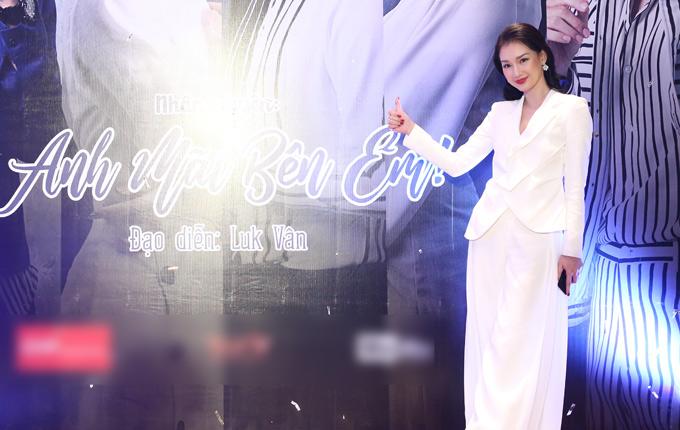 MC Quỳnh Chi xuất hiện với vai trò nhà sản xuất phim. Cô hiện điều hành một công ty giải trí, sản xuất phim điện ảnh. Anh mãi bên em là dự án đầu tay Quỳnh Chi kết hợp cùng một công ty khác thực hiện.