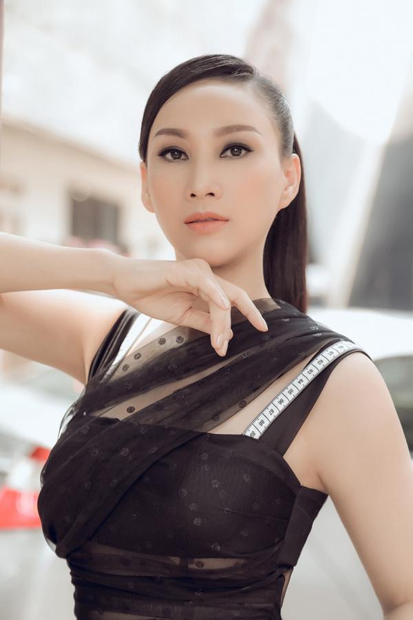 Stylist: Tân Đà Lạt, Photo: Tom Nguyễn, Trang điểm: Dũng Phan, Trang phục: NTK Hà Thẩm Tiến, Lê Ngọc Lâm.