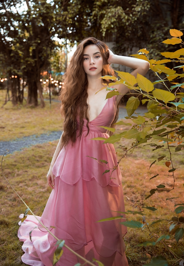 Thời gian qua, Hồ Ngọc Hà có nhiều hoạt động nghệ thuật ghi dấu ấn: ra mắt MV Em muốn anh đưa em về, làm giám khảo khách mời chương trình Asias Next Top Model 2018...