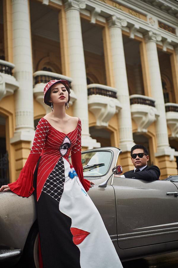 Mặc dù lần đầu hợp tác làm mẫu ảnh cùng diễn viên Hải Anh nhưng Hoa hậu thế giới người Việt tại Australia 2015 phối hợp rất ăn ý trong từng shoot ảnh.