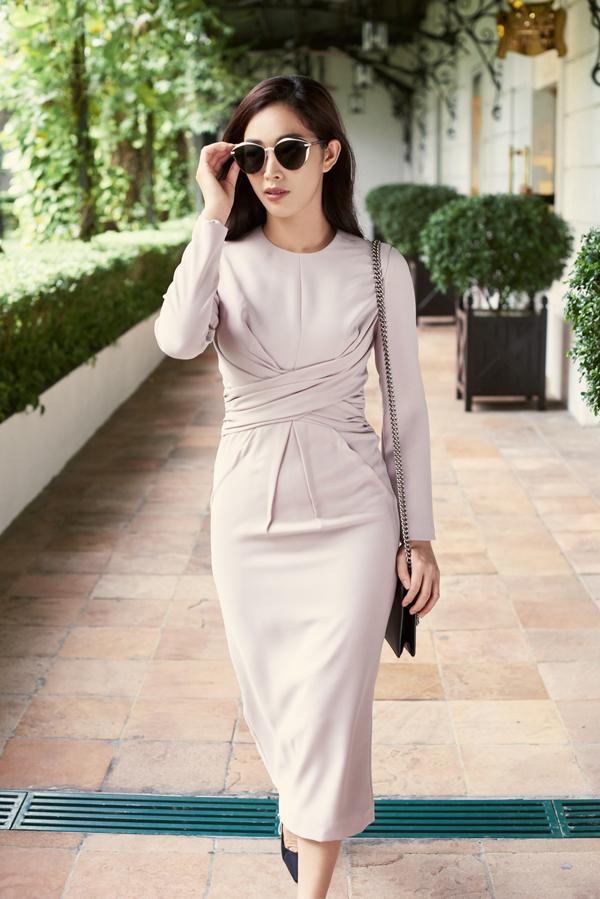 Bộ ảnh được thực hiện với sự hỗ trợ của nhiếp ảnh Tuấn Anh, trang phục Linh Bùi, trang điểm Phuong Koi.