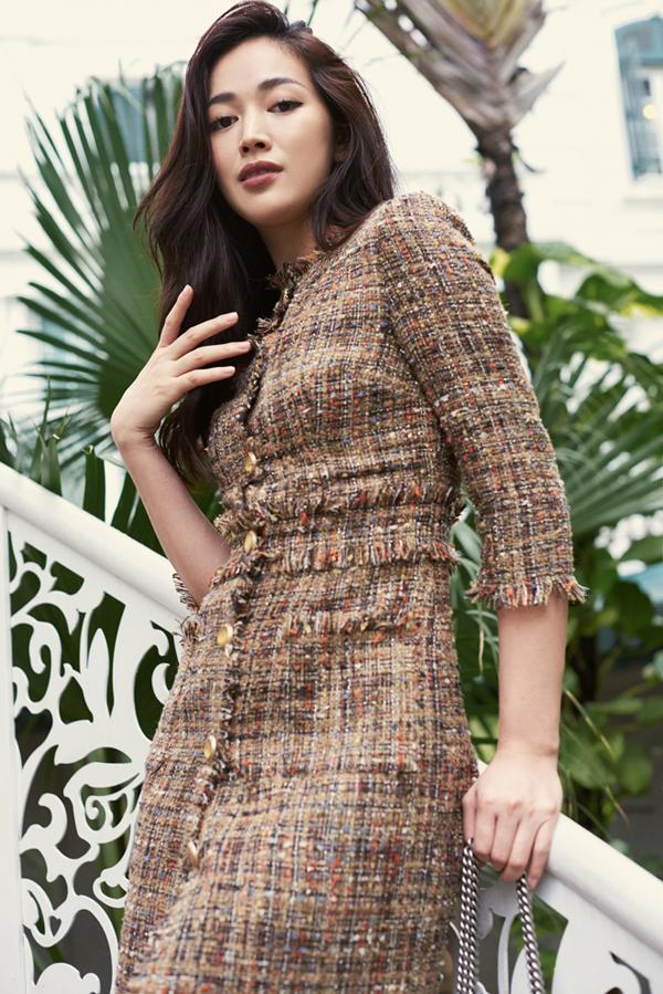 Trong bộ ảnh vừa thực hiện cùng nhà thiết kế Linh Bùi, nữ diễn viên trẻ giới thiệu các mẫu váy đi tiệc theo phong cách thanh lịch và hiện đại cho nàng công sở.