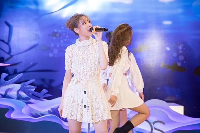 Ca sĩ Min cũng là khách mời của chương trình.