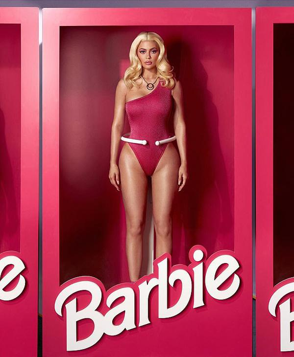 Kylie Jenner thành búp bê Barbie gợi cảm dù mới sinh con 10 tháng.