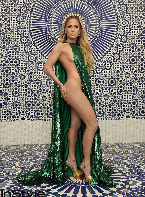 Jennifer Lopez thực hiện bộ ảnh sexy táo bạo cho tạp chí thời trang tháng 12. Ngôi sao 49 tuổi nhận được rất nhiều lời khen ngợi về body săn chắc, gợi cảm bất chấp thời gian.