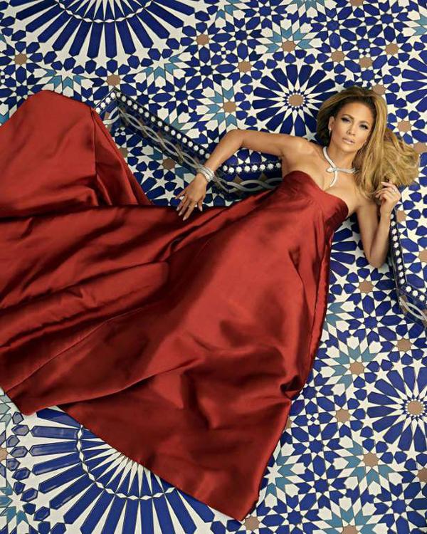 Sau nhiều đổ vỡ trong chuyện tình cảm, Jennifer Lopez đang hạnh phúc bên cầu thủ bóng chày Alex Rodriguez.