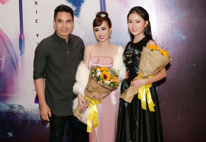 Diễn viên Trung Dũng và người đẹp Minh Duy được mời đóng cặp trong MV của Vy Oanh. Cả hai có nhiều cảnh quayrượt đuổi gay cấn với một băng nhóm giang hồ trên biển Vũng Tàu.