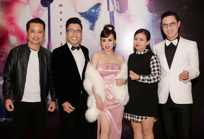 Đạo diễn Quý Khang, MC Quốc Bình, ca sĩ Diễm Phương và MC Anh Quân cũng là khách mời trong sự kiện này.
