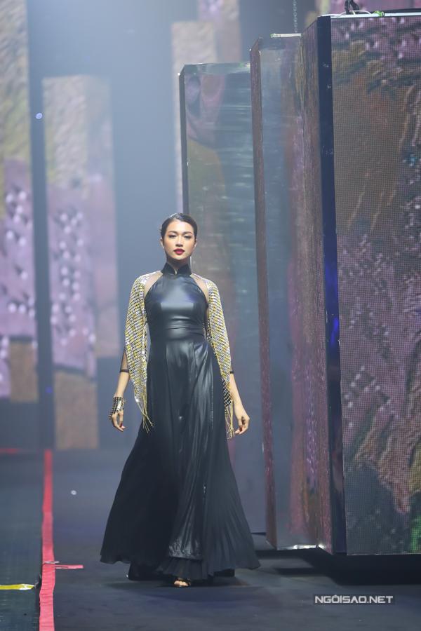Võ Hoàng Yến, Thanh Hằng so trình catwalk - 6