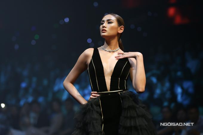 Võ Hoàng Yến, Thanh Hằng so trình catwalk - 1