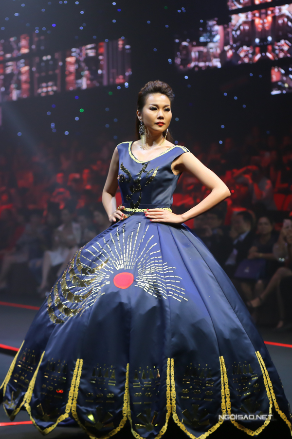 Võ Hoàng Yến, Thanh Hằng so trình catwalk - 4