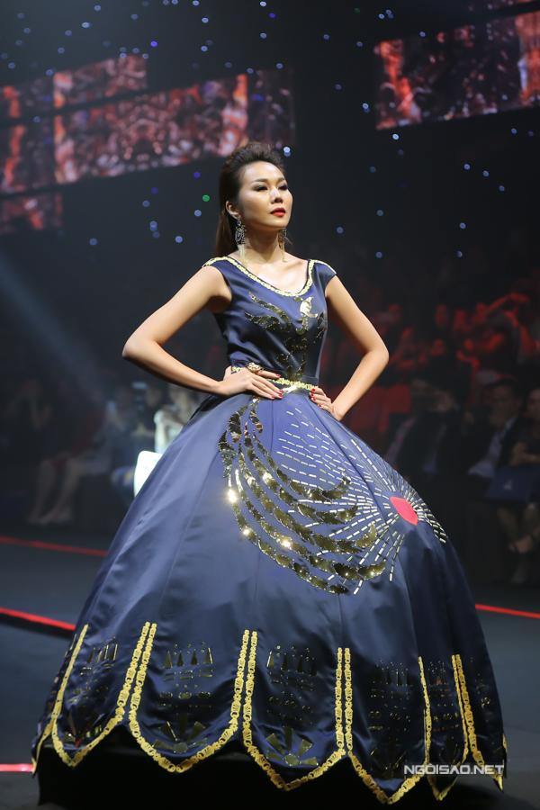 Võ Hoàng Yến, Thanh Hằng so trình catwalk - 5