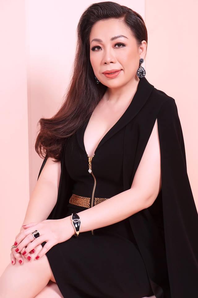 Nhà thiết kế Linh San.