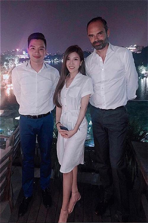 Trang Pháp khoe hình được chụp ảnh cùng Thủ tướng Pháp Edouard Philippe tại Hà Nội.