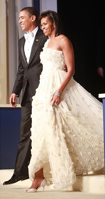 Năm 2009, đệ nhất phu nhân Michelle Obama bước ra trong hai buổitiệc nhậm chức của chồng đềutrên nhữngđôi cao gótcủaJimmy Choo. Ảnh:Jimmy Choo.